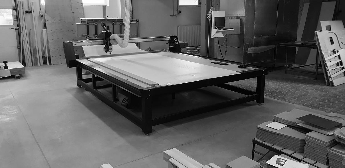 tento úžasný stroj nám urychlil až trojnásobně výrobu tvarově komplikovaných dílců