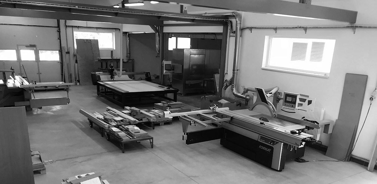 naše nově vybudovaná stolárna dnes zajištuje prostor, čistý vzduch, technickou úroveň a přijemné pracoviště