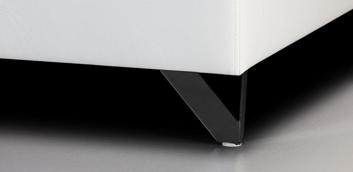 V40 - kovové nohy s RAL úpravou černé; výška noh: 8 cm