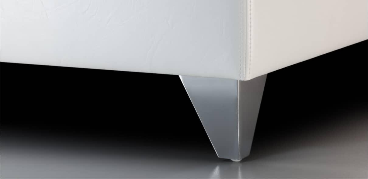 V7 - lesklé kovové kónické nohy; výška noh: 10 cm