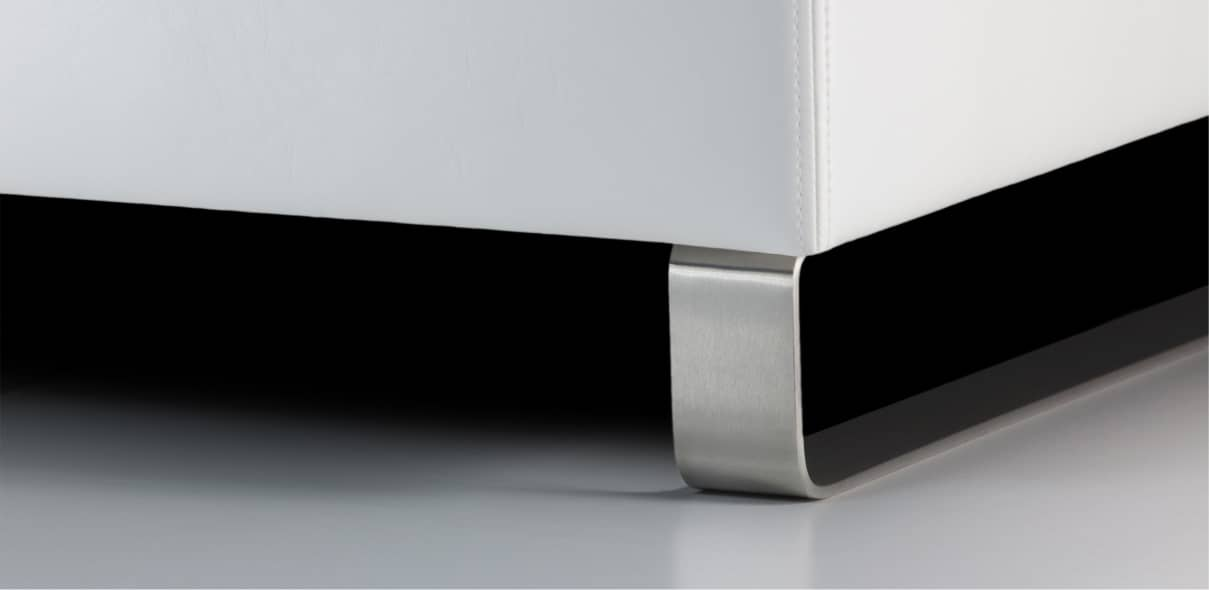 V4 - leštěné kovové ližiny; výška ližin: 10 cm