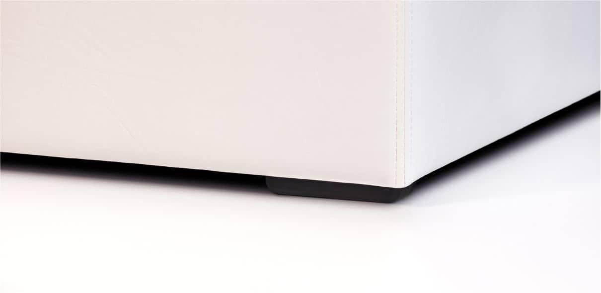 V28 - černé plastové nohy; výška noh: 1,5 cm